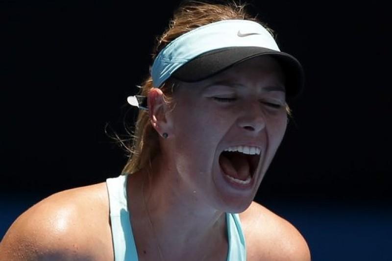 俄羅斯網球甜心莎拉波娃在近42度高溫下,苦戰義大利女將奈普(取自美聯社)