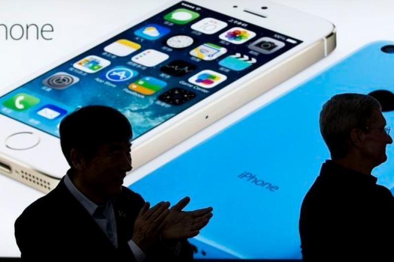 中國消費者的胃口越來越大,讓蘋果推出大螢幕手機勢在必行 (美聯社)