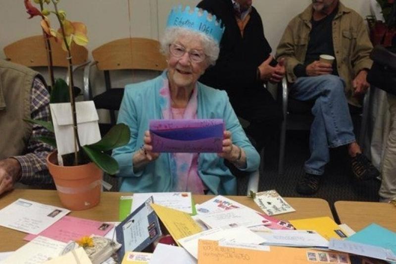 臉書上最年長的使用者依迪絲歡慶106歲生日(取自網路)
