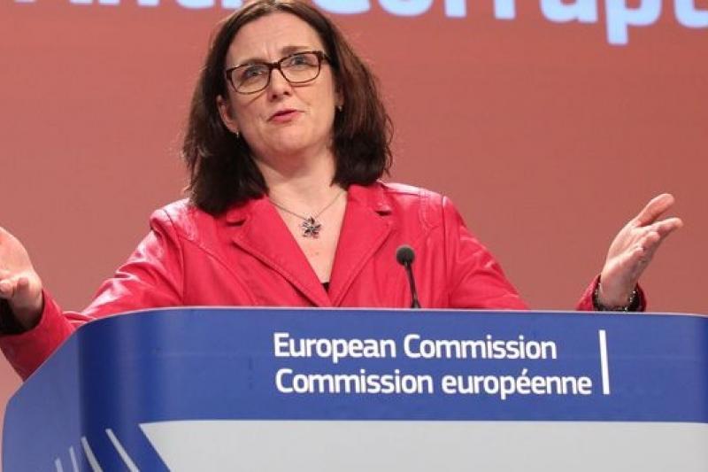 歐盟內政事務專員馬姆斯朵姆發表反貪腐調查報告,揭露歐盟氾濫的貪腐問題(美聯社)