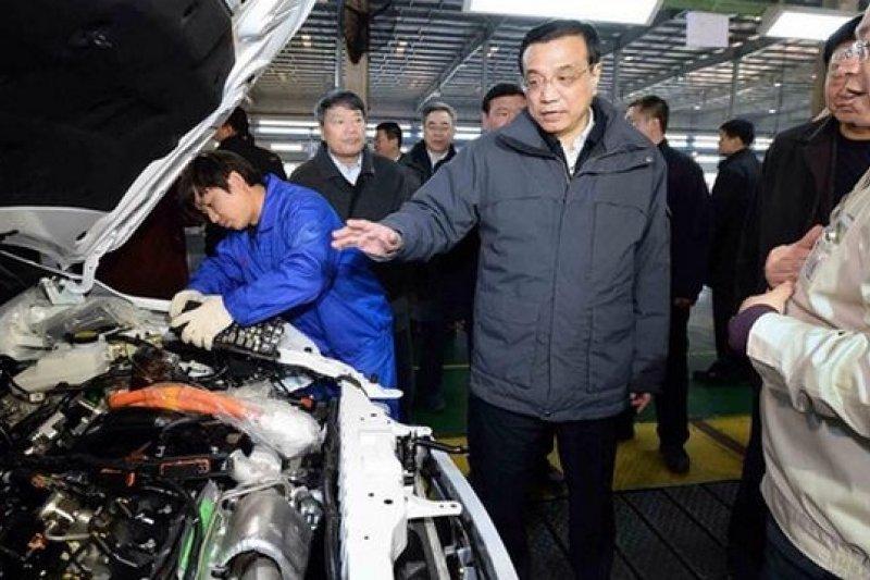 李克強今年1月27日赴西安比亞迪了解新能源汽車發展。(新華網)