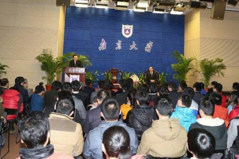 王郁琦在南京大學發表演說,順便向大陸學子上了一堂民主課。(余志偉攝)