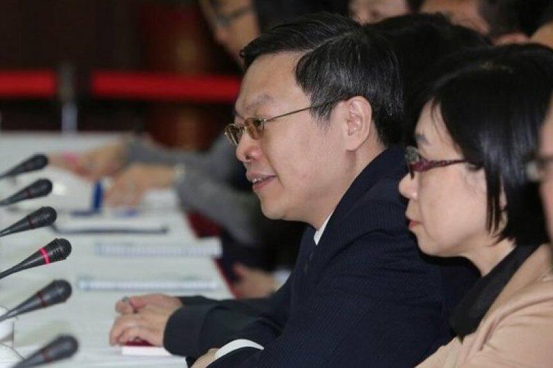 陸委會主委王郁琦13日下午拜會上海社會科學院,與上海涉台智庫就兩岸關係交換意見。(余志偉攝)