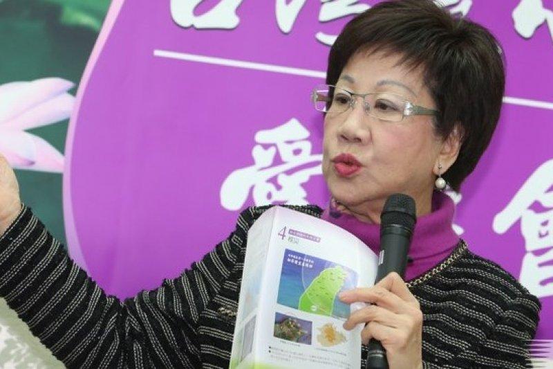 呂秀蓮2月13日舉行新春茶會,對陸委會主委王郁琦在中國提及中華民國,表示肯定。(吳逸驊攝)