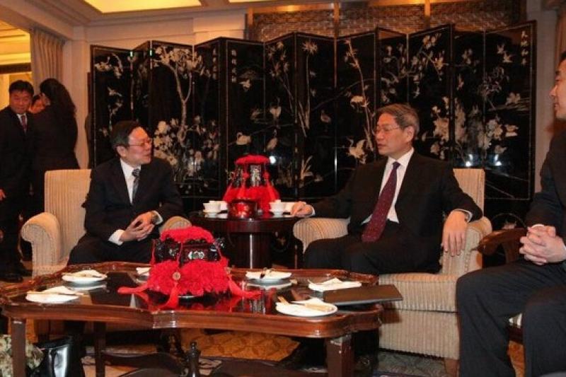 陸委會主委王郁琦和中國國台辦主任張志軍2月14日晚在上海和平飯店舉行二次會。(陸委會提供)