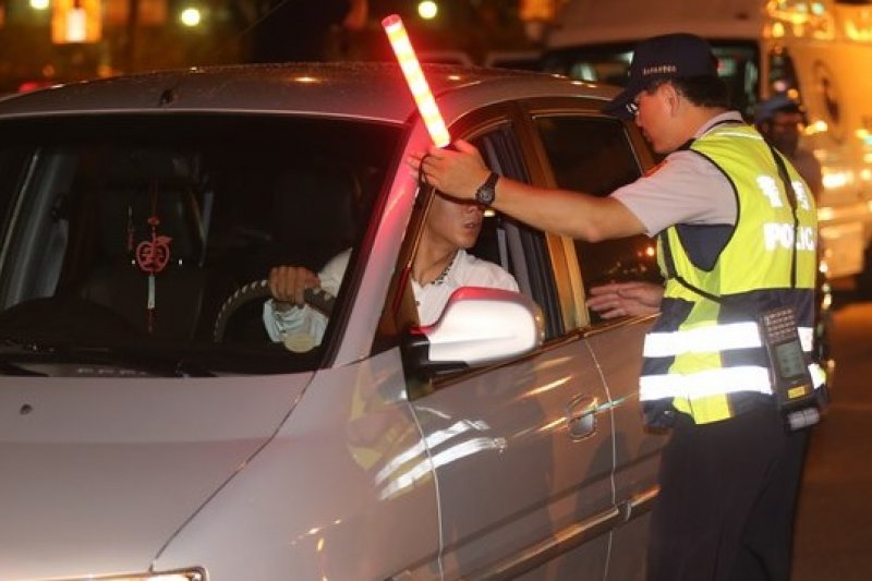 一名男子指員警在酒測前未讓他漱口,法官判決免罰。(吳逸驊攝)