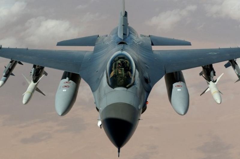 空軍戰機性能提昇,參考F-16E/F的雷達與航電系統規格,可與中國主力的殲11戰機相抗衡。(取自維基百科)