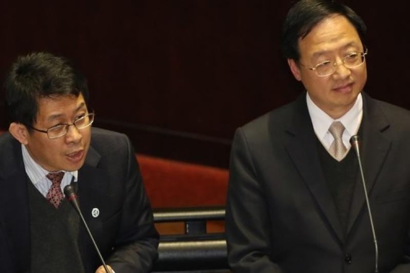 教育部長蔣偉寧與行政院長江宜樺21日列立院總質詢。(余志偉攝)