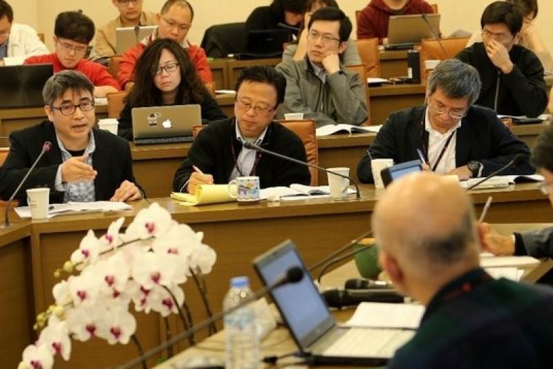 台灣新聞記者協會會長陳曉宜23日在「中資/中國因素與港台媒體」研討會上表示,兩岸應先簽訂「新聞自由保障協定」。(吳逸驊攝)