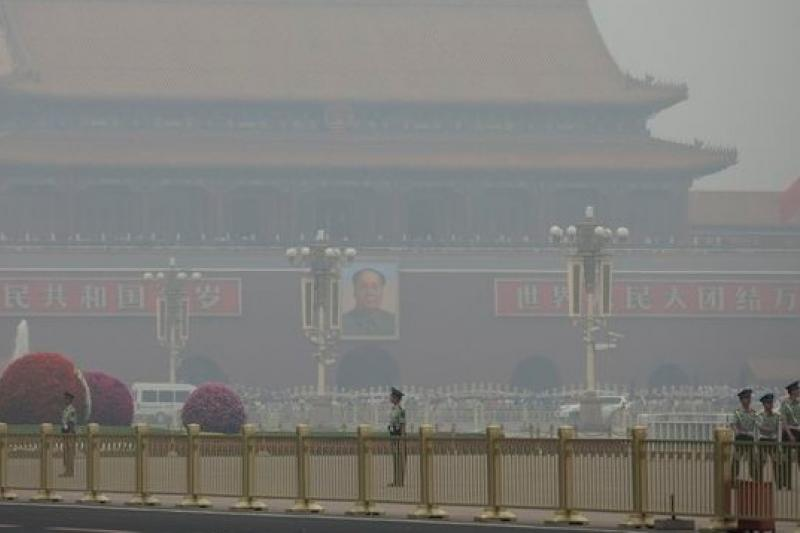中國霧霾再度惡化,圖為北京天安門前。(美聯社)