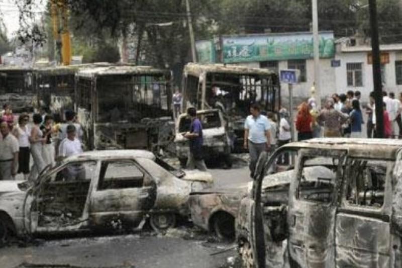 2009年的新疆七五事件,官方宣稱近200人死,上千人受傷。(取自網路)