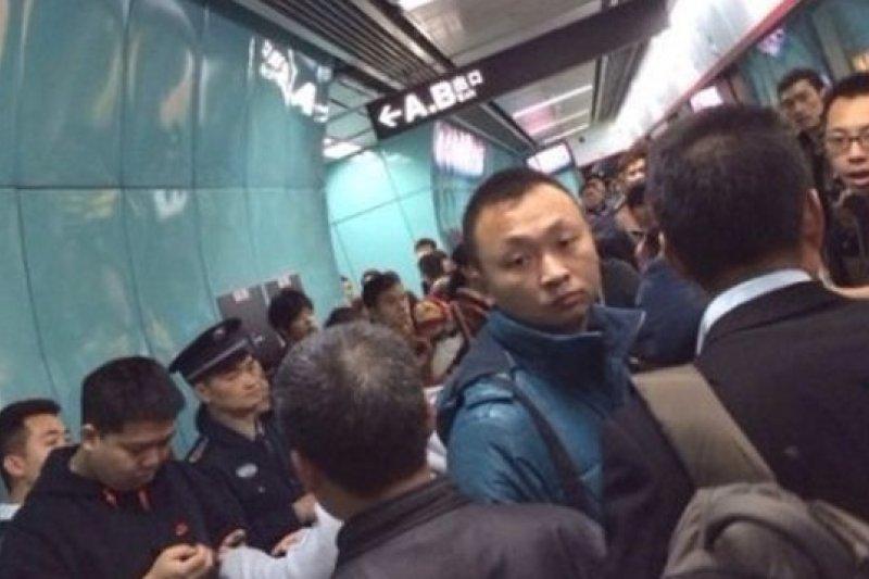 廣州地鐵五號線4日上午傳出踩踏意外。(取自網路)