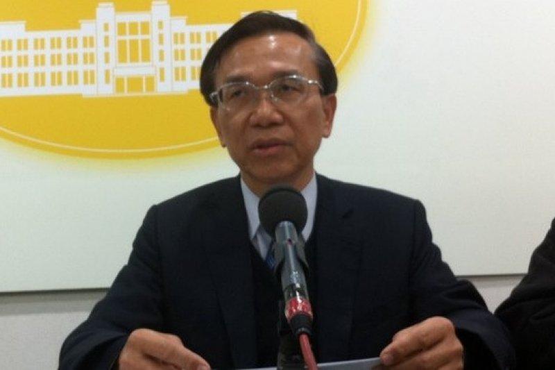 農委會副主委陳文德談穩定豬價方案。(何孟奎攝)