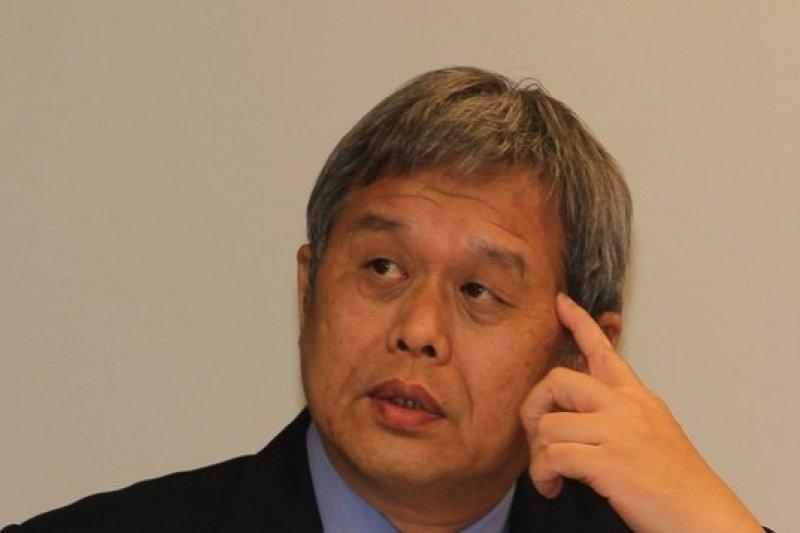 關廠工人律師認為勞動部長潘世偉道歉,並研究追究其政治與行政責任。(吳逸驊馬攝)