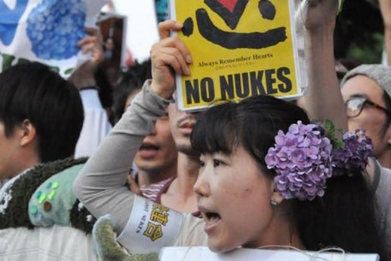 2012年7月發生在東京街頭的反核「紫陽花革命」。(取自網路)