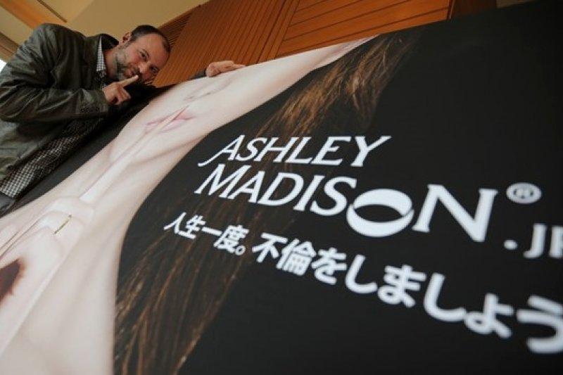 日本社會給予外遇約會網站Ashley Madison熱烈迴響(美聯社)(左為創辦人彼得曼)