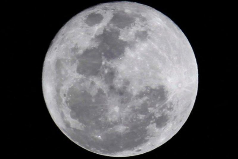 在新算法下,月球年齡比過去認定的少了6000萬歲(取自網路)