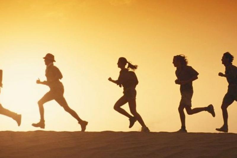 美國研究指出,年輕時多做有氧運動,可保障中老年的思考記憶能力(取自網路)