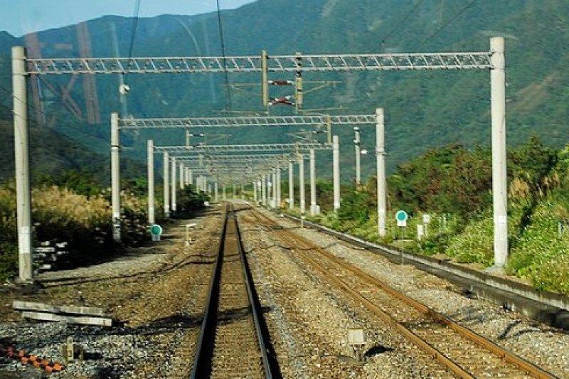 花東鐵路電氣化工程6月底將全線完成通車,預定5月中旬履勘,6月通車,臺北到台東最快只要3個半小時。(取自網路)