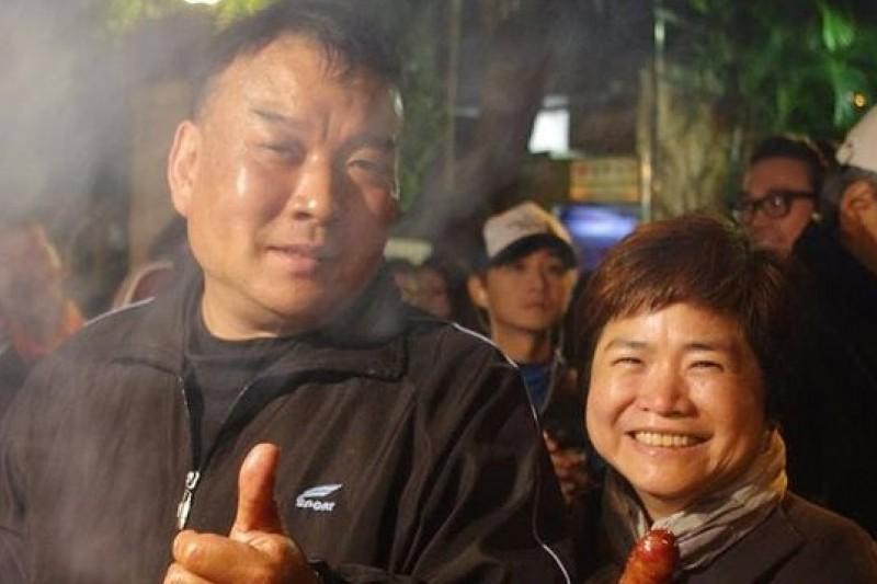 作家楊索(圖右)在臉書發起立法院物資回饋街友,回響熱烈。(取自楊索臉書)