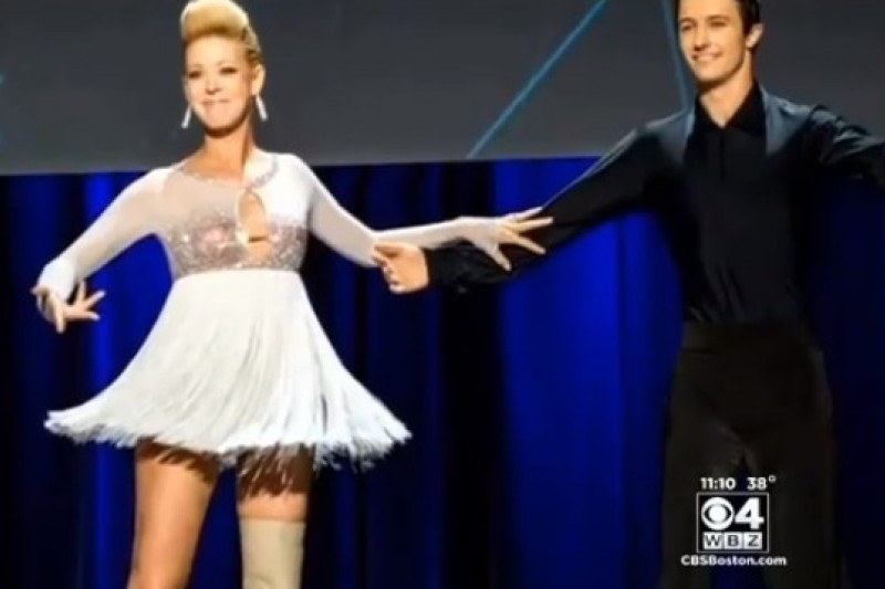 因波士頓馬拉松爆炸爆炸失去左腳的舞者安卓恩重回舞台(取自YouTube)