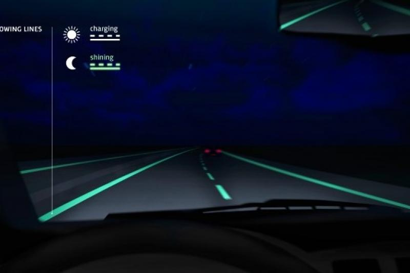 荷蘭道路測試一種能在夜間發光的道路線(取自網路)