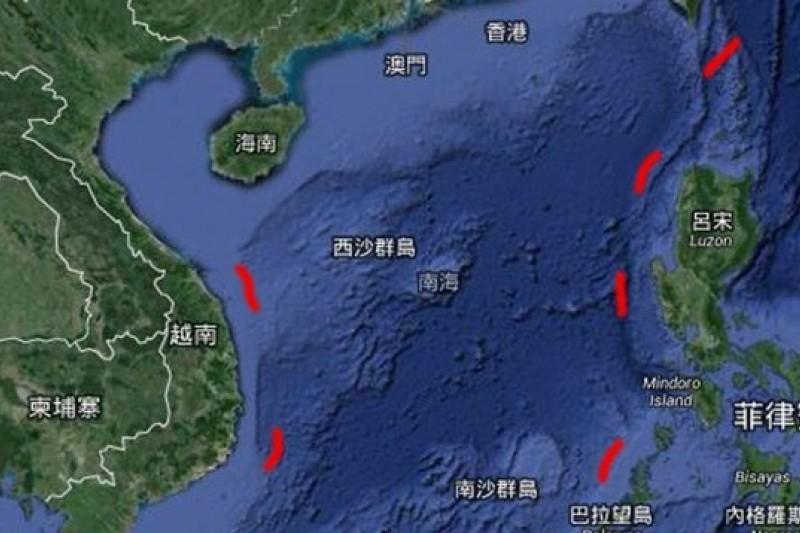 中國對南海主權爭議水域劃設九段國界線,被稱為九段線。(圖:取自Google Earth/影像合成:風傳媒 )