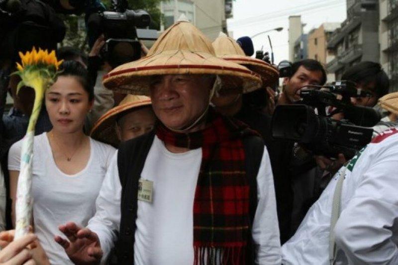 總統府表示總統委請江宜樺探親禁食的林義雄。圖為林義雄到達禁食現場準備展開無限期禁食。(余志偉攝)