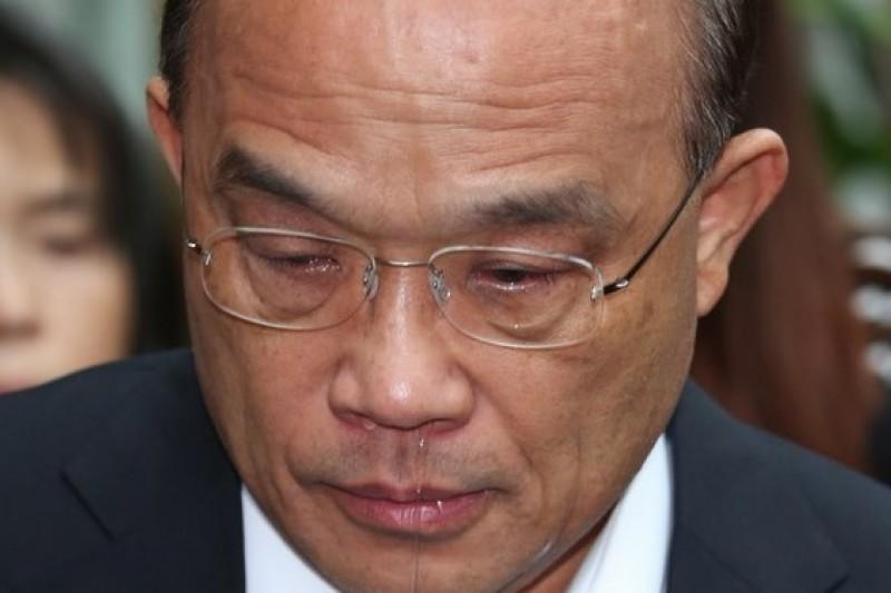 民進黨主席蘇貞昌22日到義光教會探視為核四禁食的林義雄,過程中一度痛哭。(余志偉攝)