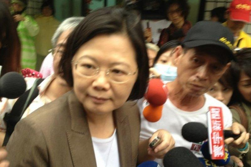 民進黨前主席蔡英文22日探視為核四禁食的林義雄。(王立柔攝)
