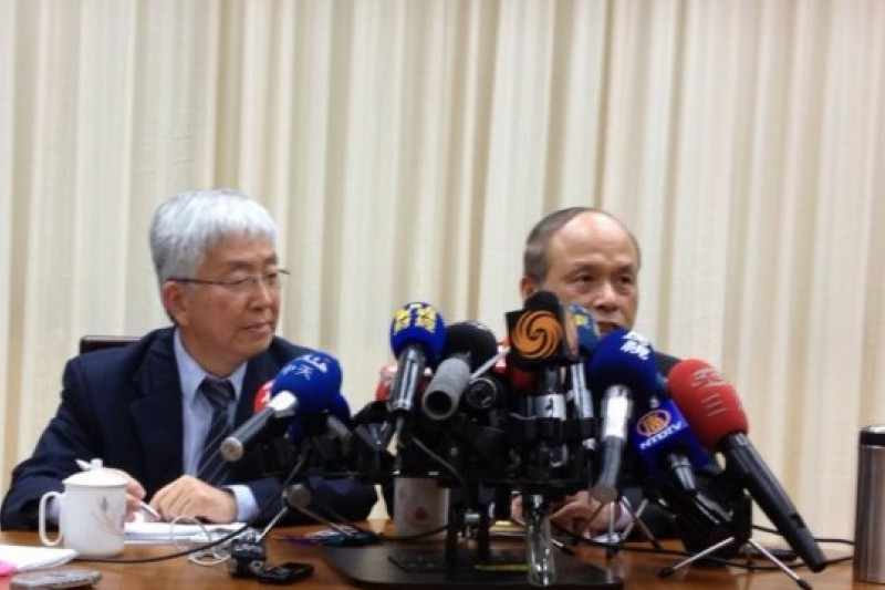 台北市副市長張金鶚(左)拜會財政部長張盛和(右)共商打房大計。(姚惠珍攝)