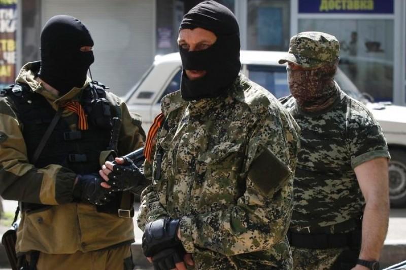 烏克蘭東部的親俄羅斯民兵,攻佔多個城市的機關,形同割據。(美聯社)
