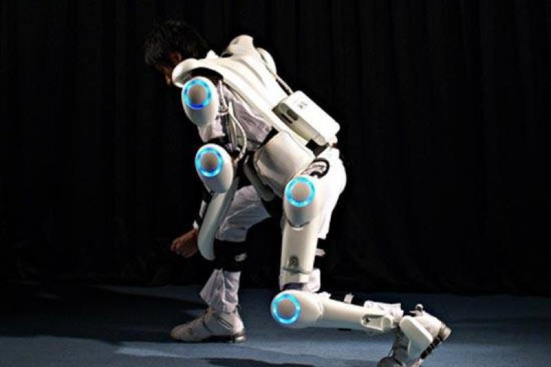 電力輔助的機器腿「混合輔助肢體」(HAL)能減輕提重物與運動時的肌肉負擔,圖片來源:網路