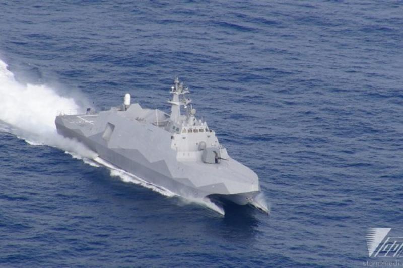 迷彩塗裝的沱江艦15日完成第9次性能測試後,23日在蘇澳正式移交海軍,進入作戰測評。(資料照片)