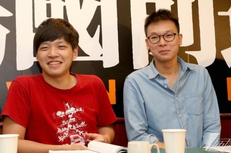 陳為廷(左)自爆襲胸事件,學運戰友林飛帆(右)在臉書發文力挺,表示陳坦承面對過去,是解脫也是勇氣。(資料照片,吳逸驊攝)
