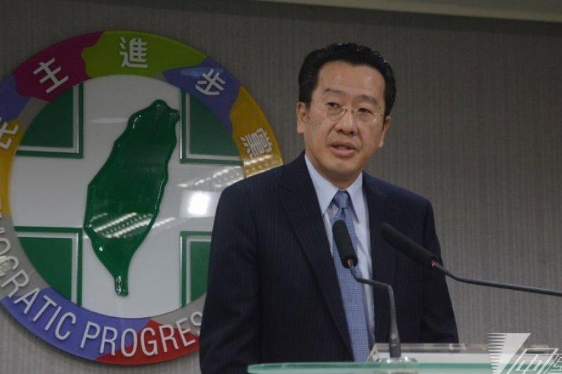 針對台南市議長選舉,民進黨將召集律師團蒐集證據,並組成調查小組進行整體調查。圖為律師團召集人顧立雄。(宋小海攝)