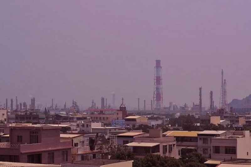 高雄是石化重鎮,空氣污染嚴重,等了15年才終於等到空污總量管制計劃可望上路。(取財網路)