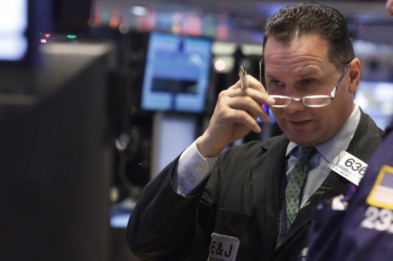 國際油價再度下跌,能源股帶動歐美股市應聲下挫。(美聯社)