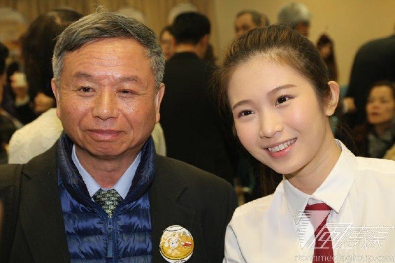 台北市長柯文哲17日出席「尾牙好開心 酒/駕要分離」記者會,台灣酒駕防制社會關懷協會副理事長楊志良與雞排妹也出席。(楊子磊攝)