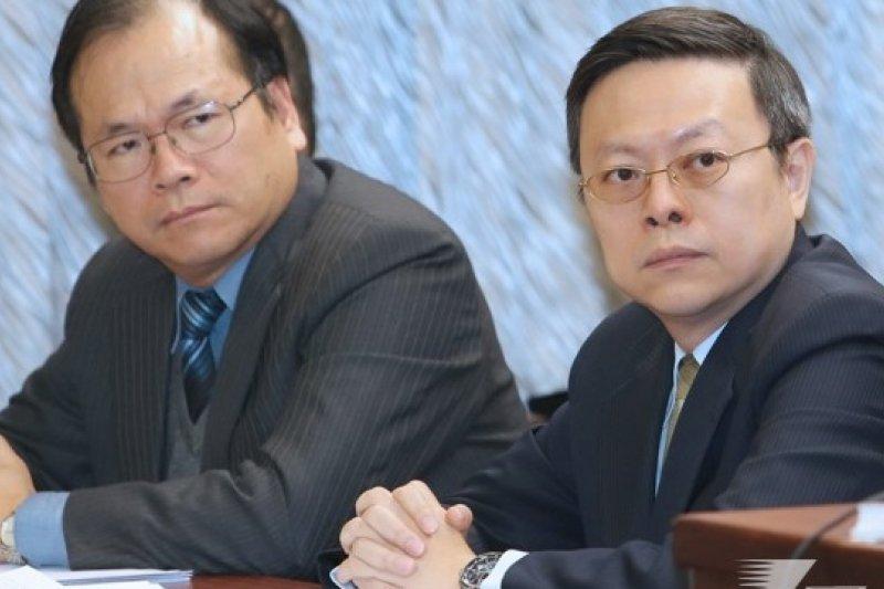 陸委會主委王郁琦(右)最近積極穿梭立院,向立法院黨團說明,中國國台辦主任張志軍將在2月7日拜訪金門一事。(吳逸驊攝)