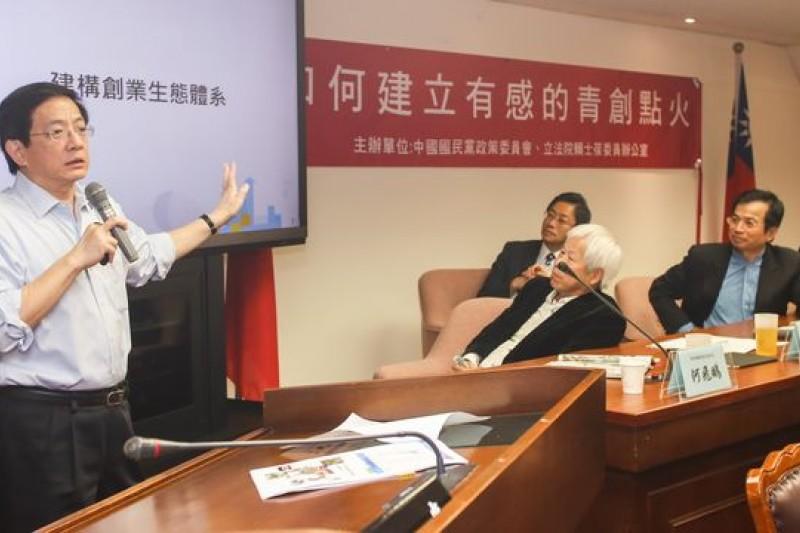 國發會主委管中閔霸氣回應大陸科技業巨子來台徵才說,「別理他。」(林韶安攝)