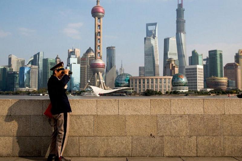 在《紐約客》作家歐逸文筆下,「新中國」有著不同的兩個宇宙。(圖為《野心時代》英文版書封)