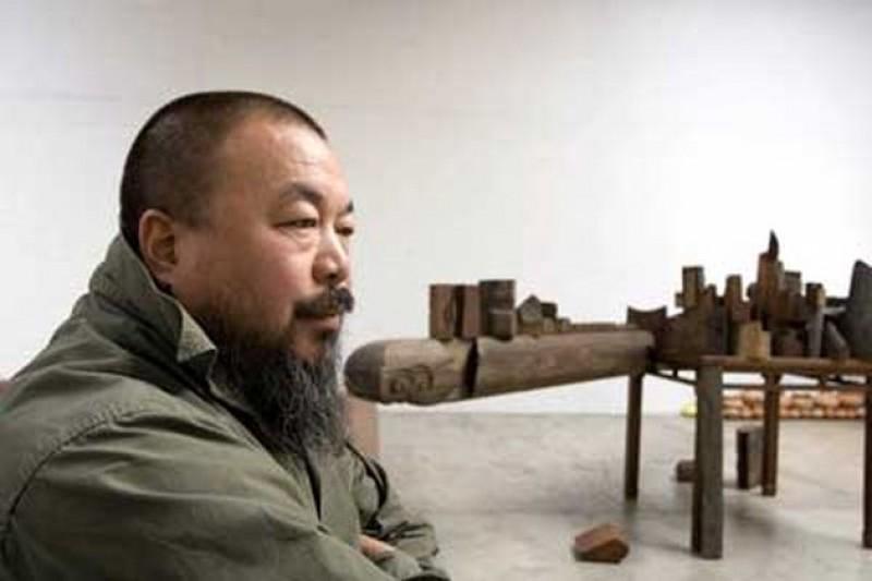 在中國,文學藝術電影…任何創作者,都要面對審查的煎熬。(圖為艾未未,新華網)