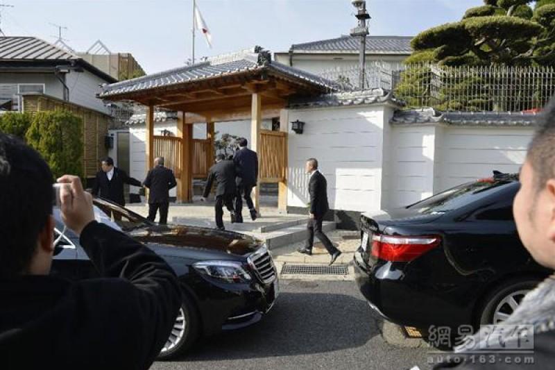 日本黑道人物25日紛紛幫山口組老大祝壽。(網易)