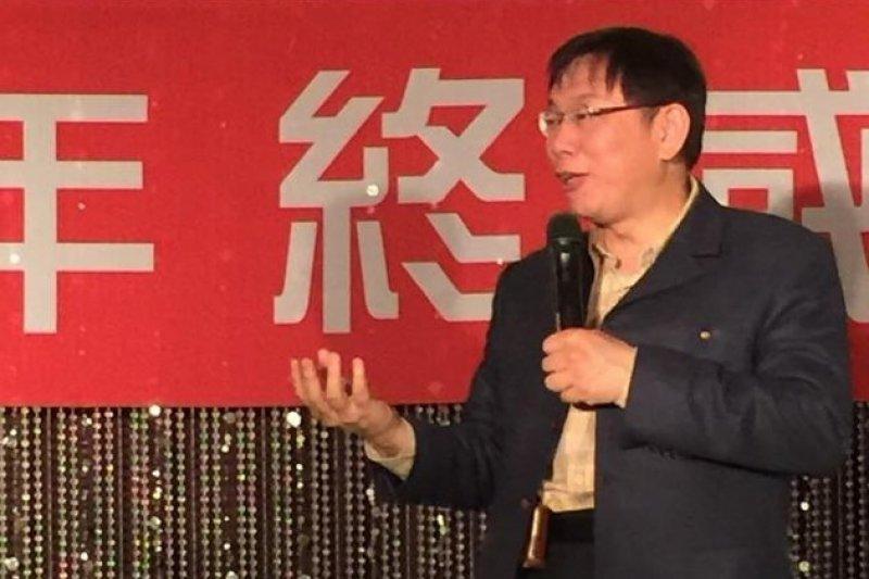 台北市長柯文哲30日晚間出席餐會,柯文哲說,不是我打他們(財團),是他們自己出來給我打。(醫界聯盟提供)