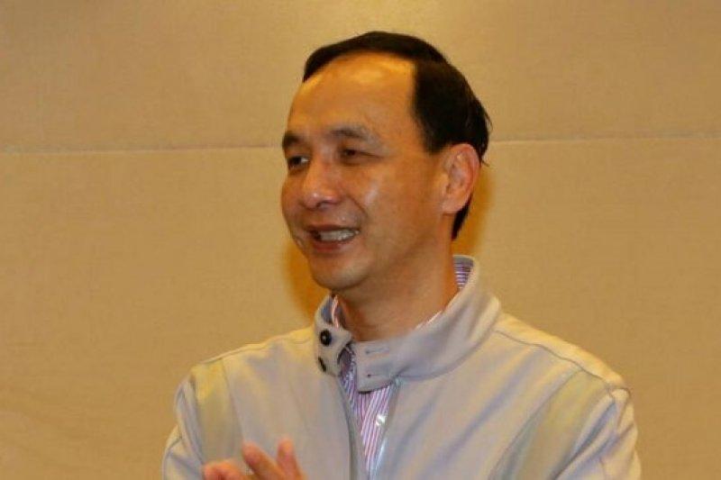 新北市長、國民黨主席朱立倫3日上午回答媒體詢問。(余志偉攝)