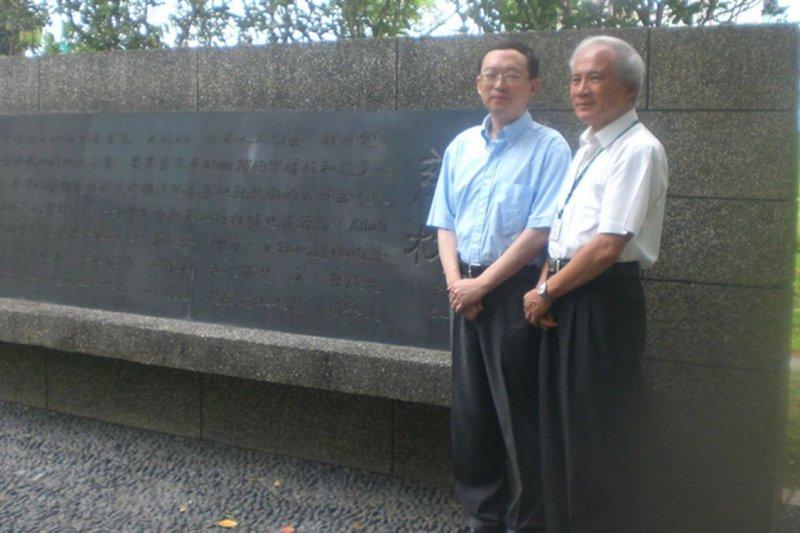 中國旅美異議作家余杰2006年來台,與民進黨前主席林義雄的合影。(取自余杰臉書)