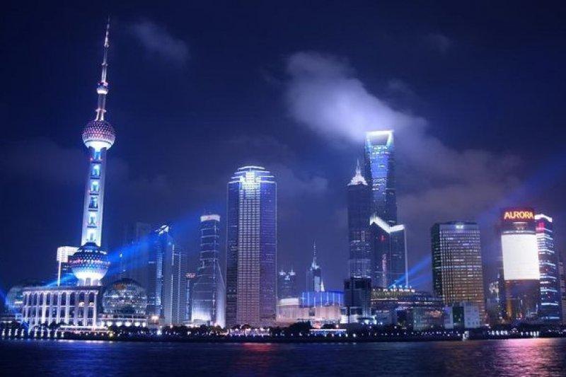 崛起的中國,卻有著兩個宇宙。(取自網路)