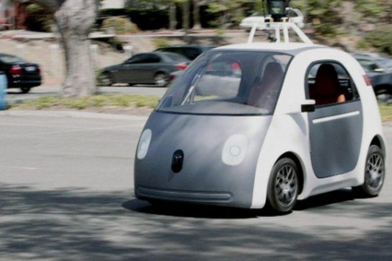 研究顯示無人駕駛車能讓車輛數減半,對現有車廠而言這無異是末日景象。(取自網路)