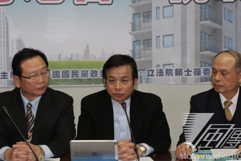 國民黨立院黨團13日中午邀財政部長張盛和(右)舉行房地合一稅公聽會。(余志偉攝)